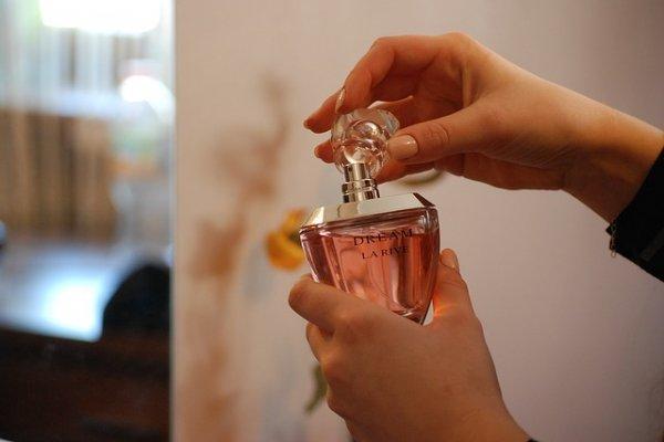 5 советов как отличить настоящий парфюм от подделки прямо в магазине