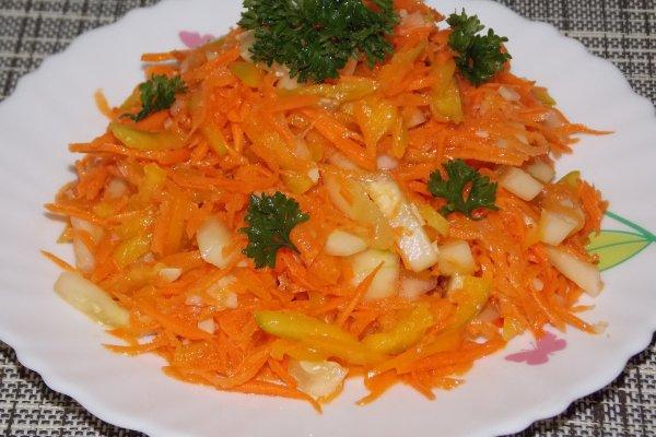 Морковный салат с перцем и огурцом