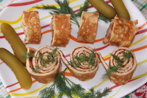 Яичные роллы с колбасой и сыром
