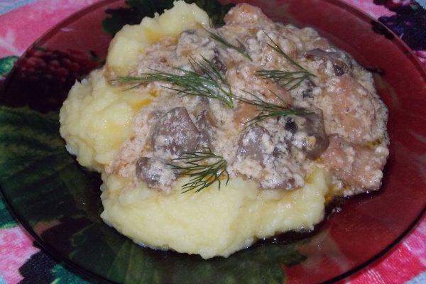 Куриная грудка с грибами в сметанном соусе