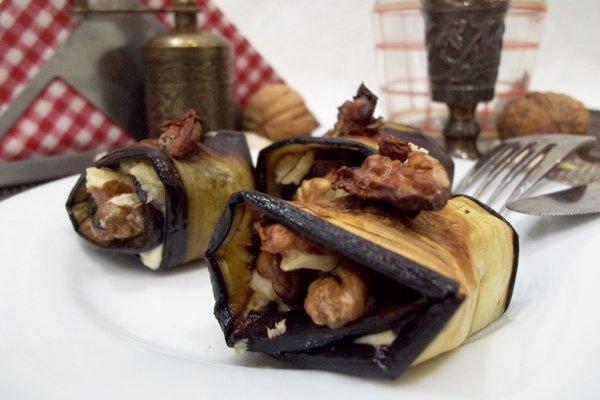 Жареные баклажаны «язычки» с чесноком и грецкими орехами