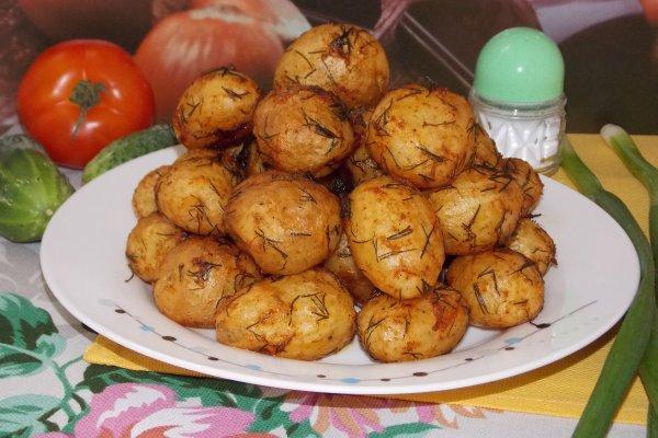 Молодой картофель со специями в духовке