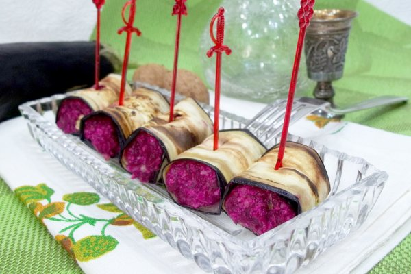 Рулетики из баклажанов с свекольно-ореховой начинкой