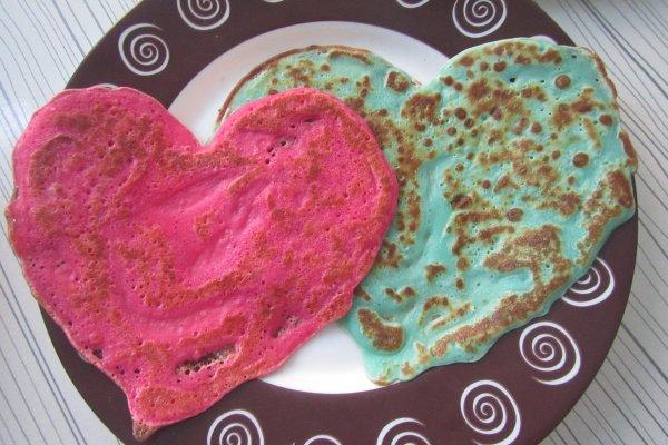 Цветные блины в форме сердца