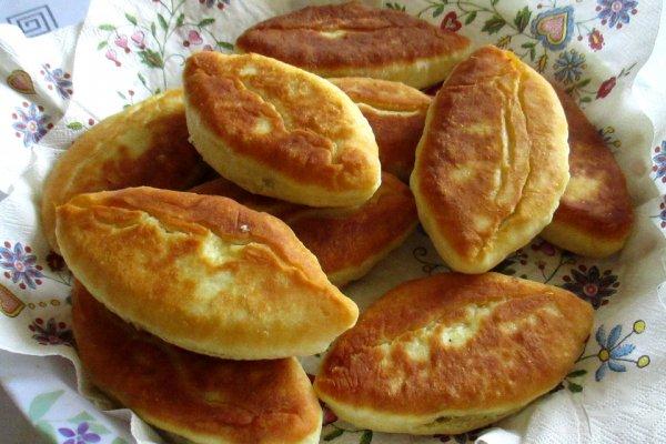 Пирожки на ряженке с куриной печёнкой и луком