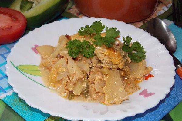 Кальмары с овощами в духовке (в горшочках)