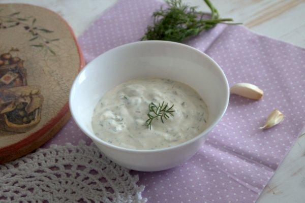Чесночно-сметанный соус для мант и пельменей