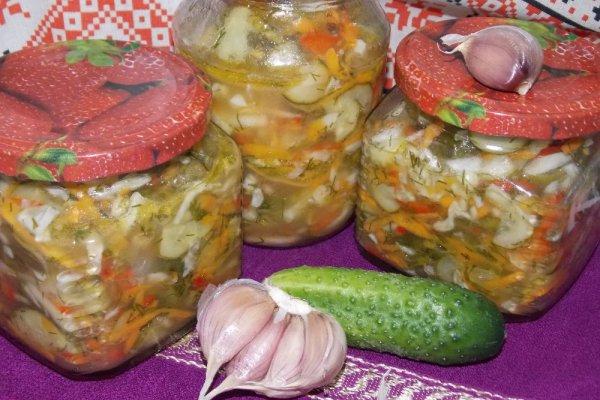 Огуречный салат с капустой, перцем и морковью