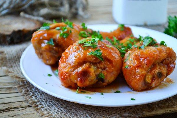 Куриные голени в ароматном томатно-медовом соусе