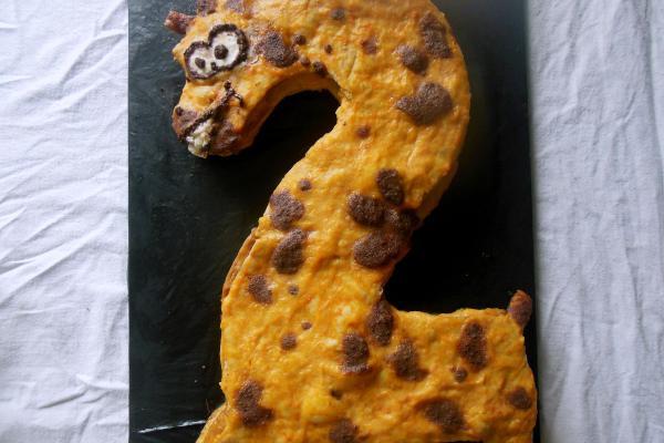 Торт «Озорной жирафик» в виде двойки