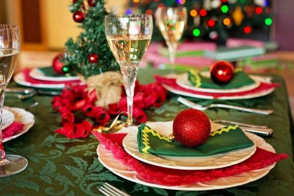 Как правильно сервировать новогодний стол?