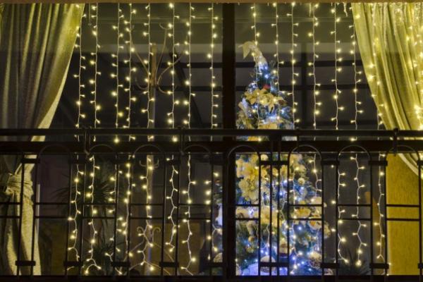 Как можно украсить окна на Новый год?