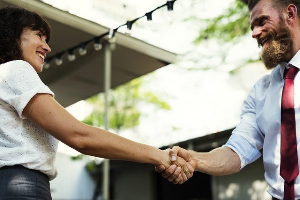 Как узнать характер мужчины по рукопожатию?