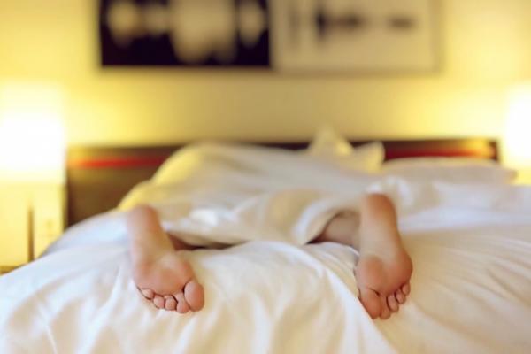 Семейные пары в постели фото 496-151