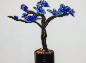 Дерево с голубыми цветами из бисера