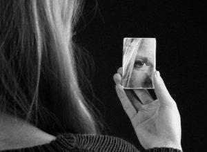 9 причин припухлости глаз по утрам