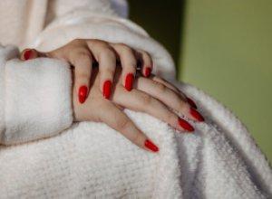 10+ неудобств, испытываемых женщинами с длинными ногтями