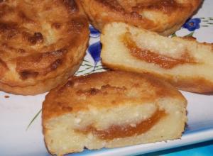 Творожные сырники с начинкой в духовке