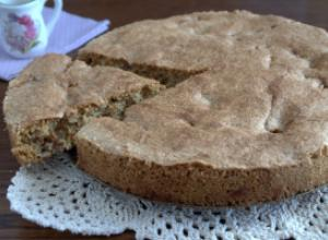 Бисквитный пирог с яблоками из ржаной муки