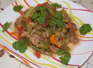 Стручковая фасоль с мясом и овощами