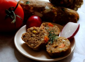 Печеночно-хлебный рулет «Мозаика»