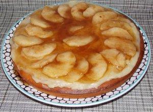 Творожно-манный пирог с заварным кремом и карамелизованными яблоками