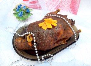 Запеченная утка с тыквой и черносливом