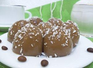 Кофейно-молочное желе в яичной скорлупе