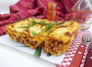 Каннеллони с мясом под соусом бешамель