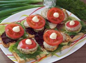 Бутерброды с жареными кабачками и помидорами
