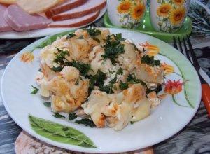 Цветная капуста с сыром, запеченная в духовке