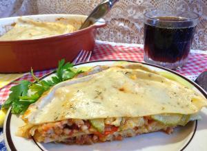 Лазанья с мясным соусом и кабачками