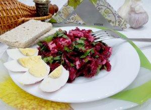Салат из черемши, свеклы и ветчины