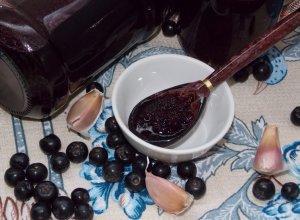 Соус из черноплодной рябины