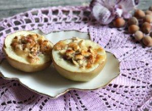 Яблочный десерт со сгущенкой и орехами