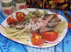 Морской окунь с картошкой, запечённый в духовке (в рукаве)