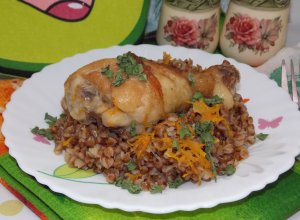 Куриные голени с гречкой, запечённые в духовке