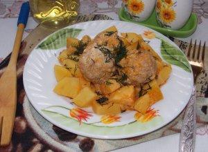 Картошка с мясными ёжиками в сметанном соусе