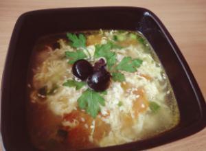 Яичный суп с томатами