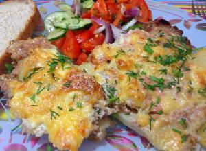 Картофель с мясом и сыром в духовке