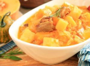 Жаркое со свининой, тыквой и картофелем