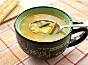 Гороховый суп с курицей и овощами
