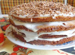Бисквитный торт «Лакомка» со сметанным кремом