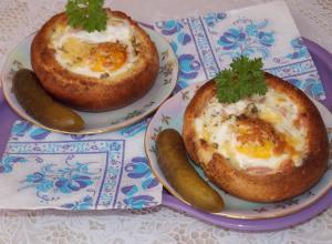 Сытный завтрак в булочке