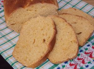 Хлеб из кукурузной муки с паприкой