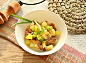 Говядина с картофелем в горшочках