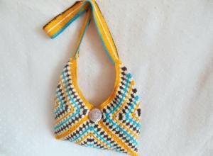 Вяжем пляжную сумку с красочным мотивом