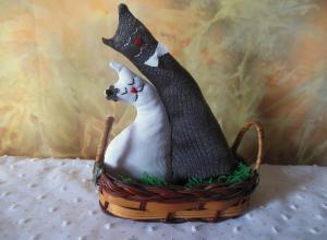 Делаем романтический сувенир «Влюблённые коты»