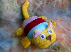 Шьем котика из остатков разных тканей