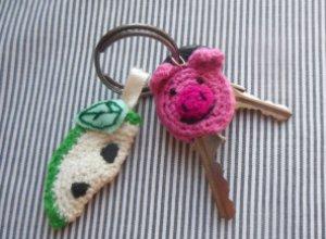 Мастер-класс по вязанию брелка и чехла для ключа